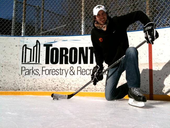 Stefan auf dem Ramsden Ice Rink in Toronto nach einer Runde Shinny